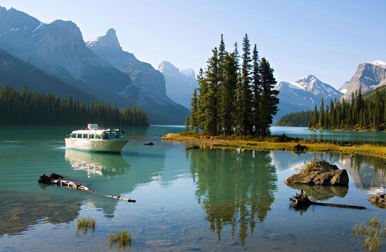 Maligne Lake Cruise: Lake Cruise to the World-Famous Spirit Island