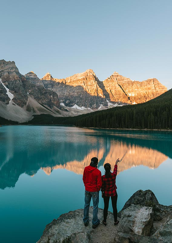 Sightseeing at Moraine Lake in Banff National Park