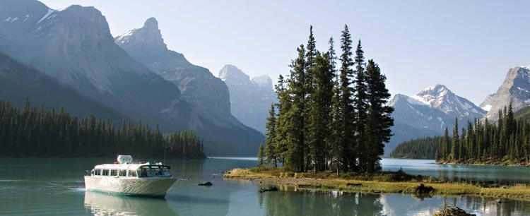 Maligne Lake Cruise by Spirit Island
