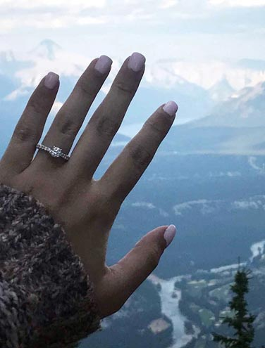 Getting Engaged at the Gondola: Love on top of Sulphur Mountain