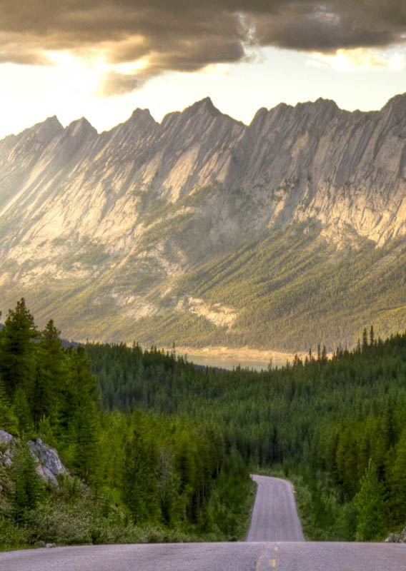 Road through Maligne Valley