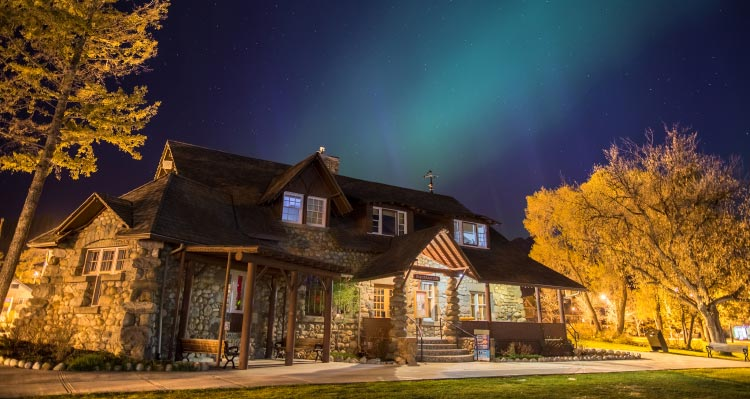 The Jasper Information Centre under a night sky with aurora.